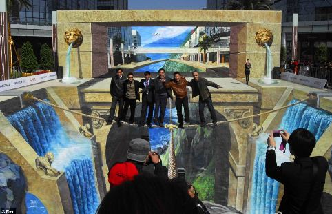 Chinese street artist Qi Xinghua's huge 3D painting 'Lions Gate Gorge'