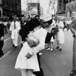 Life Magazine VJ-Day Kiss (Photo Credit : Alfred Eisenstaedt)