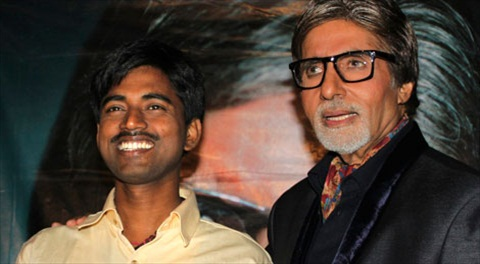 Sushil Kumar, left, with Bollywood actor Amitabh Bachchan, shows $1 million check after winning on an Indian game show, in Mumbai, India. (AP Photo)