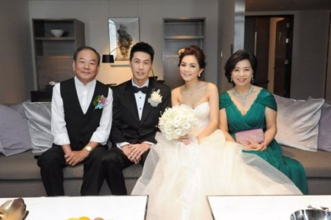 Alvin Lai and Ella Chen With The Family.