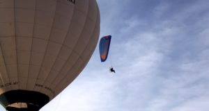 The paraglider and the hot air balloon