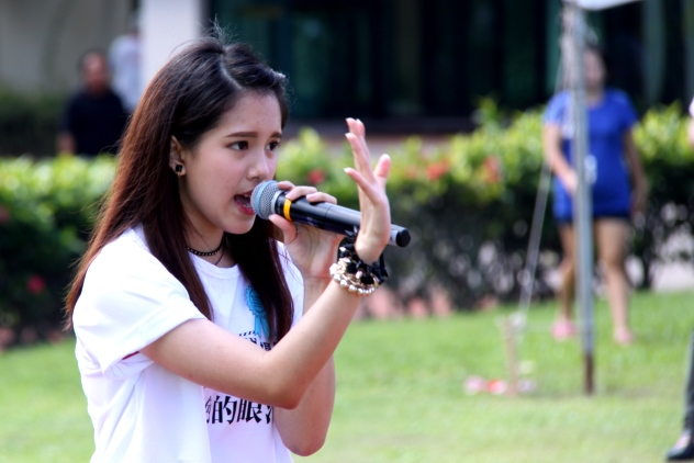 The main actress Clara Wong performing a song