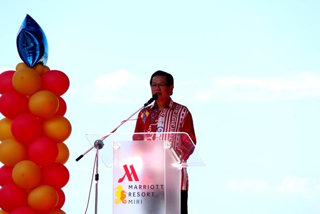 Y.B. Datuk Lee Kim Shin delivering his speech