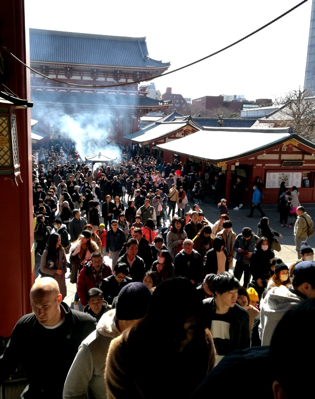Throngs of people entering the temple