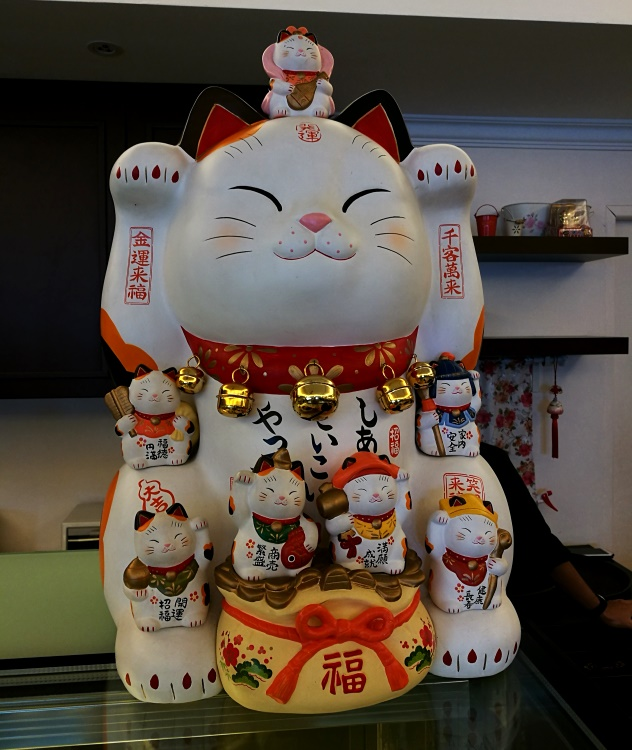 This big prosperity cat welcomes you