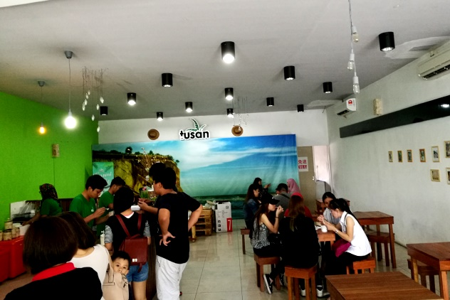 Inside Tusan Icecream