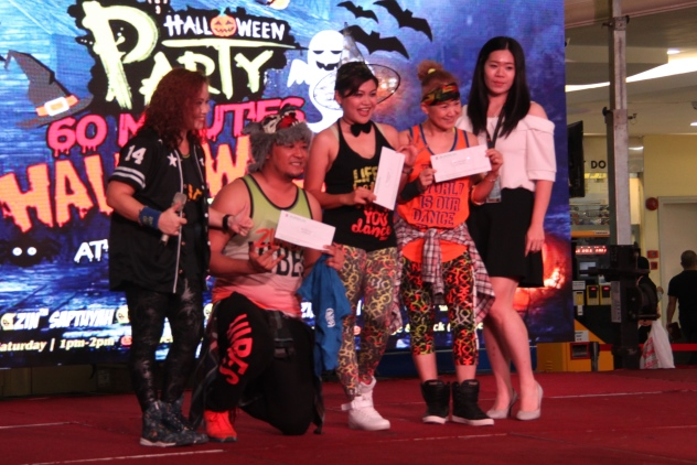 The winners with the organiser and representative of Boulevard