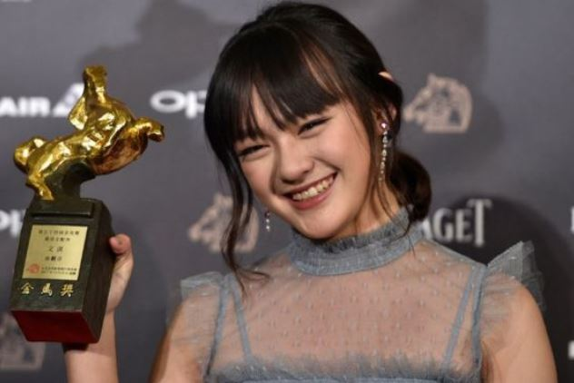 Vicky Chen with her Golden Horse Award for Best Supporting actress